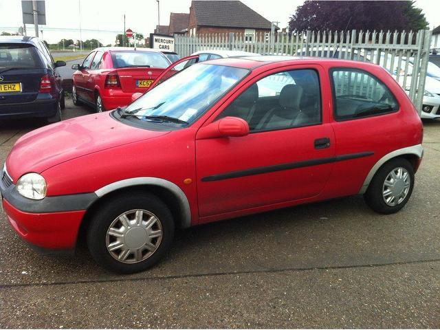 used vauxhall corsa 2002 petrol 1 4 16v gls 3dr hatchback red manual for sale in ashford uk. Black Bedroom Furniture Sets. Home Design Ideas