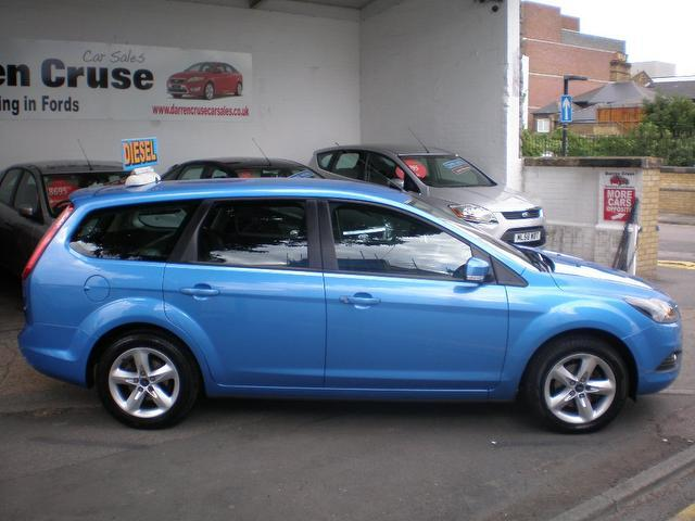 used ford focus 2010 diesel 1 6 tdci zetec 5dr estate blue. Black Bedroom Furniture Sets. Home Design Ideas