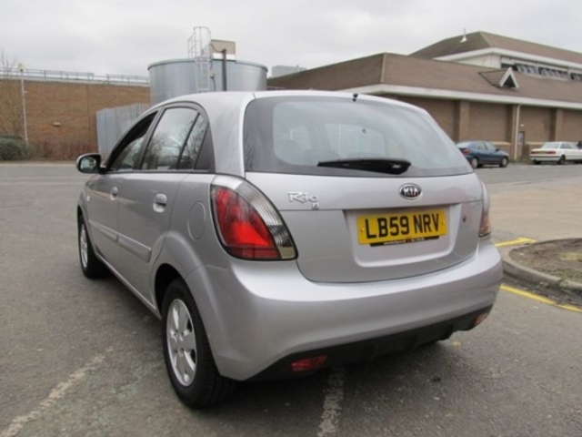 used kia rio 2009 unleaded silver manual for sale in epsom uk autopazar. Black Bedroom Furniture Sets. Home Design Ideas
