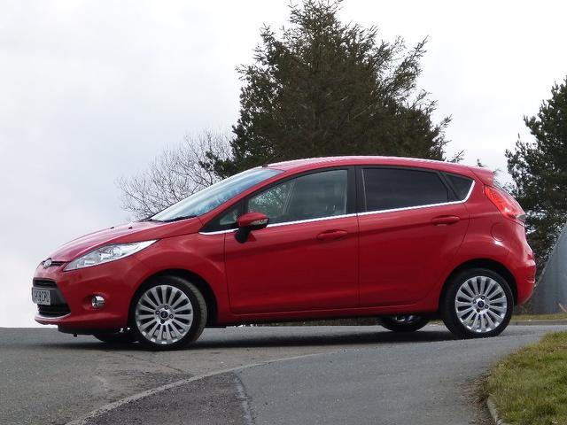 used ford fiesta 2009 diesel 1 6 tdci titanium 5dr hatchback red with trip computer for sale. Black Bedroom Furniture Sets. Home Design Ideas