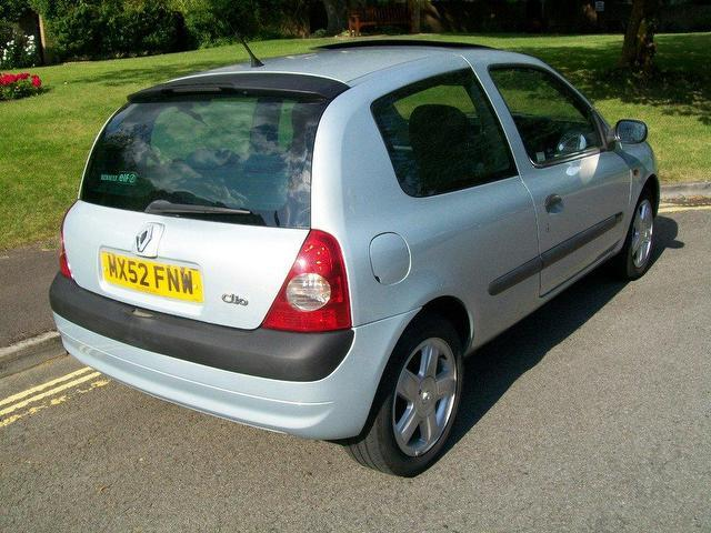 used renault clio 2002 petrol 1 2 16v dynamique 3dr hatchback silver manual for sale in keynsham. Black Bedroom Furniture Sets. Home Design Ideas