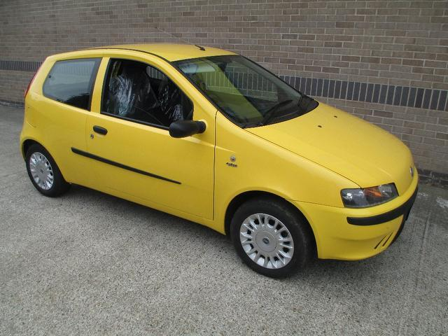 used fiat punto 2003 yellow paint petrol 1 2 active sport. Black Bedroom Furniture Sets. Home Design Ideas