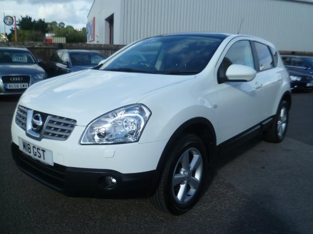 used nissan qashqai 2009 white colour diesel 1 5 dci tekna. Black Bedroom Furniture Sets. Home Design Ideas