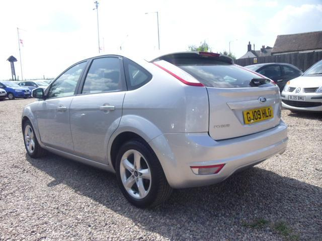 used ford focus 2009 manual petrol 1 6 zetec 5 door with silver for sale uk autopazar. Black Bedroom Furniture Sets. Home Design Ideas