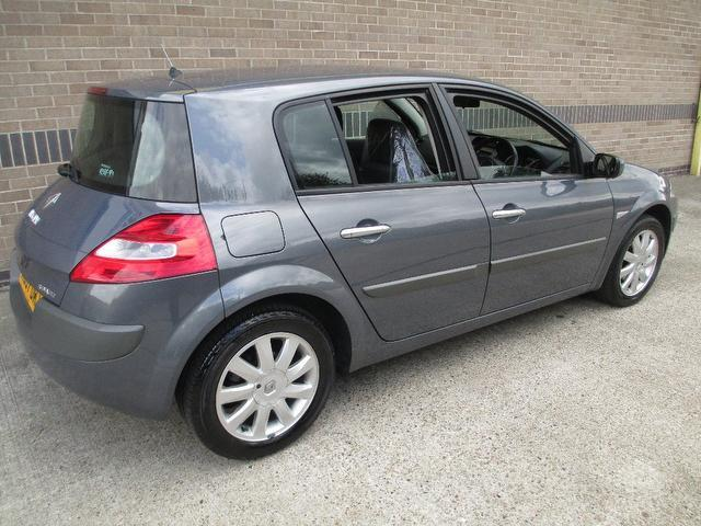 Used Renault Megane 1.6 Vvt Dynamique 5 Door Hatchback Grey 2007 Petrol for Sale in UK