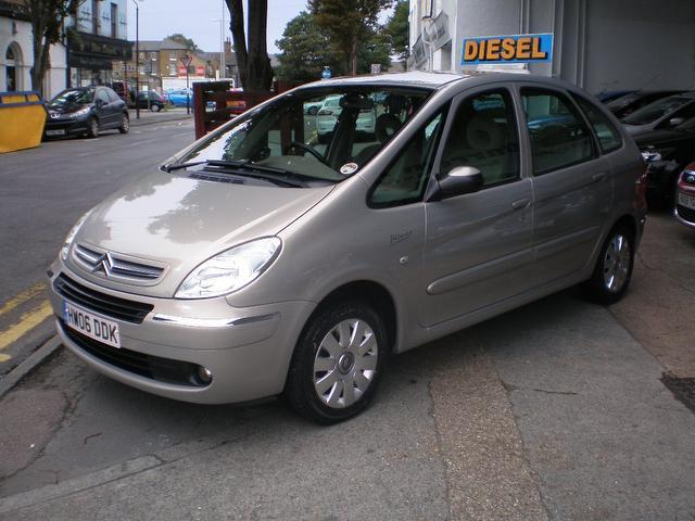 used citroen xsara car 2006 beige diesel picasso 1 6 hdi 92 estate for sale in gravesend uk. Black Bedroom Furniture Sets. Home Design Ideas