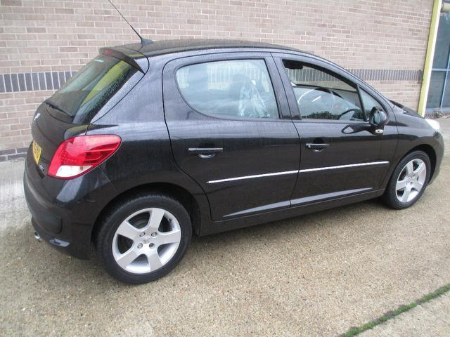 used black peugeot 207 2009 diesel 1 6 hdi 90 sport hatchback excellent condition for sale. Black Bedroom Furniture Sets. Home Design Ideas