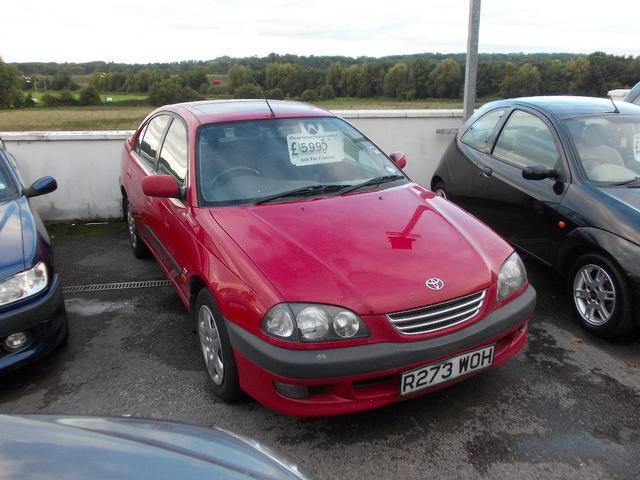 Used Toyota Avensis 2001 Red Saloon Petrol Manual for Sale
