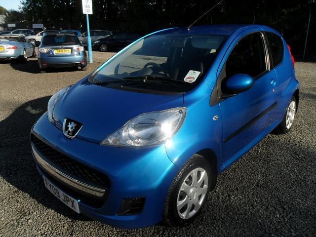 used blue peugeot 107 2009 petrol 1 0 urban 3dr 2 tronic. Black Bedroom Furniture Sets. Home Design Ideas