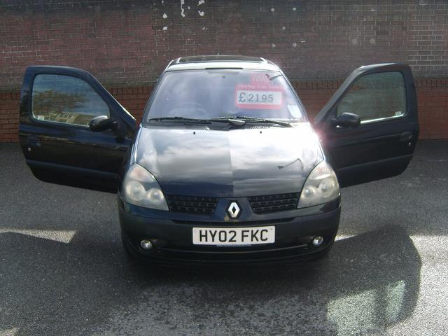 Used Renault Clio 1.4 16v Dynamique + Hatchback Black 2002 Petrol for Sale in UK