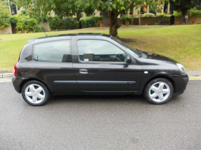 Used Renault Clio 1.5 Dci 80 Dynamique Hatchback Black 2003 Diesel for Sale in UK