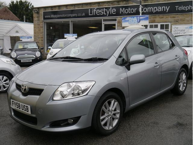 used toyota auris 2008 model 1 4 d 4d tr 5dr diesel hatchback silver for sale in wakefield uk. Black Bedroom Furniture Sets. Home Design Ideas