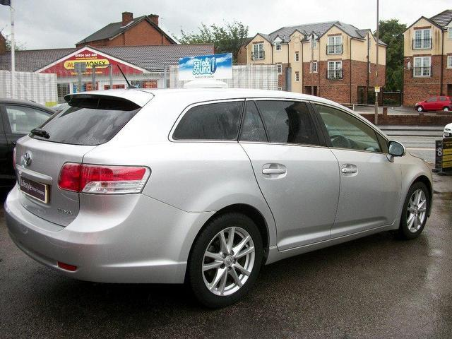 Used Toyota Avensis 2.0 D-4d Tr 5 Door Estate Silver 2010 Diesel for Sale in UK