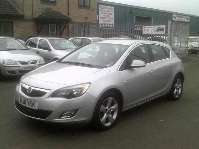 Used_Vauxhall_Astra_2010_Silver_Hatchback_Petrol_Manual_for_Sale_in_Peterborough_UK.jpg