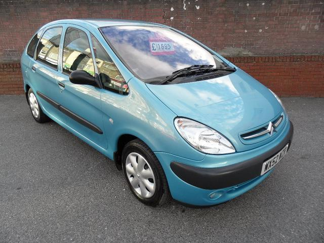 used citroen xsara car 2002 blue petrol picasso sx 5 door estate for sale in southampton uk. Black Bedroom Furniture Sets. Home Design Ideas