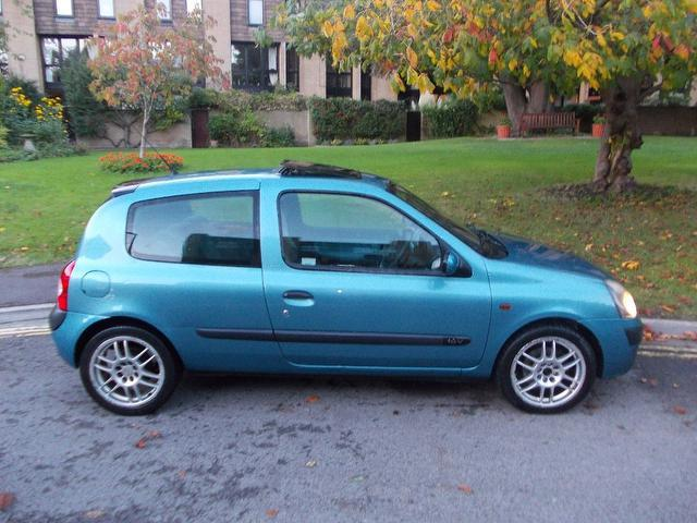 Used Renault Clio 1.2 16v Extreme 3 Door Hatchback Blue 2002 Petrol for Sale in UK
