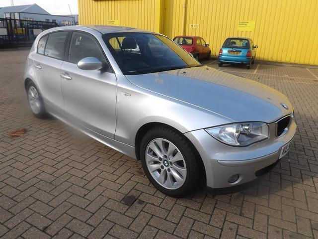 used bmw 1 series 118d se 5 door hatchback black 2009 diesel for sale sexy girl and car photos. Black Bedroom Furniture Sets. Home Design Ideas