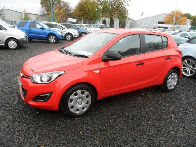 used hyundai i20 2013 red colour petrol 1 2 classic 5 door hatchback for sale in inveralmond. Black Bedroom Furniture Sets. Home Design Ideas