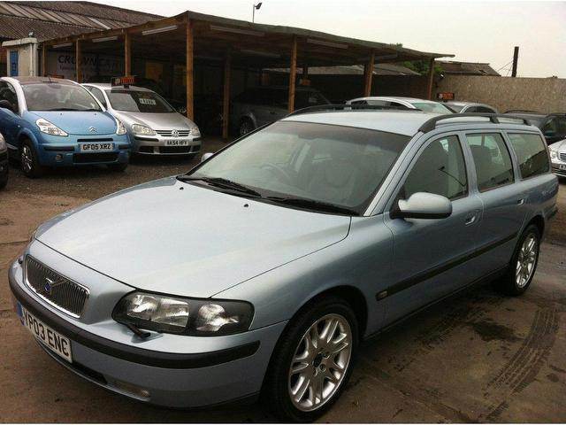 used volvo v70 2003 diesel 2 4 d5 se 5dr estate blue. Black Bedroom Furniture Sets. Home Design Ideas