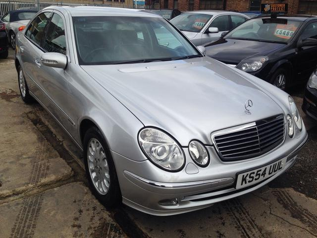Used mercedes benz 2005 silver paint diesel class e220 cdi for Mercedes benz 2005 for sale