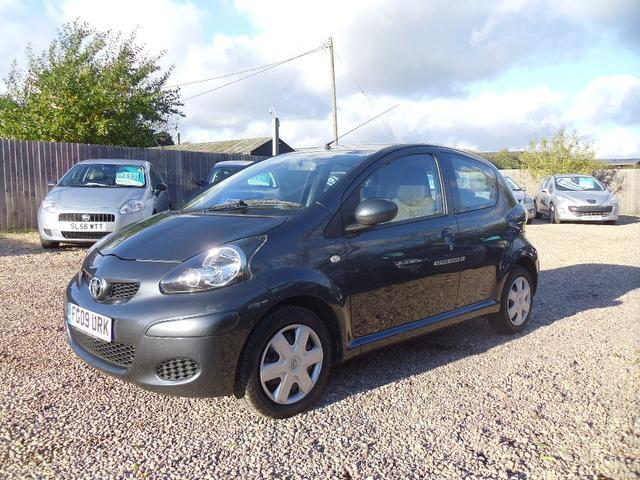 Used Toyota Aygo 1.0 Vvt-i + 5 Door Hatchback Grey 2009 Petrol for Sale in UK