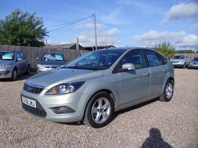 Used Ford Focus 1.6 Zetec 5 Door With Hatchback Silver 2009 Petrol for Sale in UK