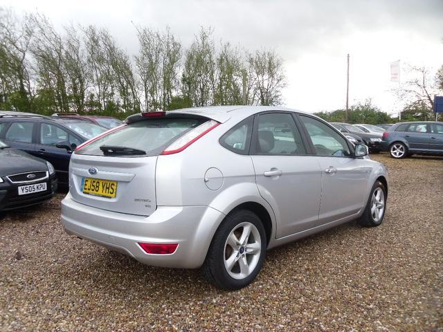 used ford focus 2009 silver paint petrol 1 8 zetec 5dr with hatchback for sale in nuneaton uk. Black Bedroom Furniture Sets. Home Design Ideas