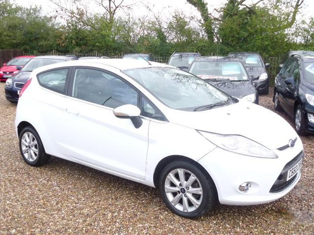 used ford fiesta 2010 white colour diesel 1 4 tdci zetec 3. Black Bedroom Furniture Sets. Home Design Ideas