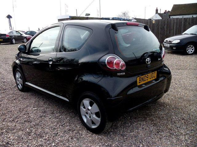 used toyota aygo 2009 petrol 1 0 vvt i black 3dr hatchback. Black Bedroom Furniture Sets. Home Design Ideas
