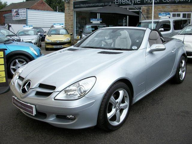 Used mercedes benz 2004 petrol 200k 2dr tip auto for Mercedes benz convertible used