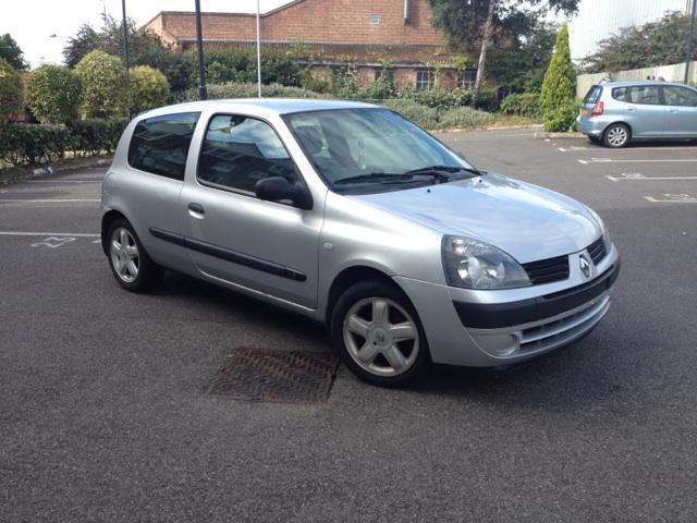 used renault clio 2006 petrol 1 2 campus 3dr free hatchback silver manual for sale in brentford. Black Bedroom Furniture Sets. Home Design Ideas