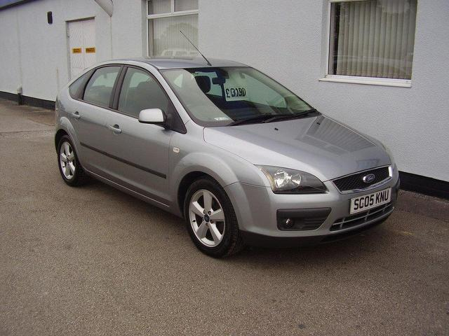 used ford focus 2005 petrol 1 6 zetec 5dr climate hatchback silver manual for sale in wirral uk. Black Bedroom Furniture Sets. Home Design Ideas