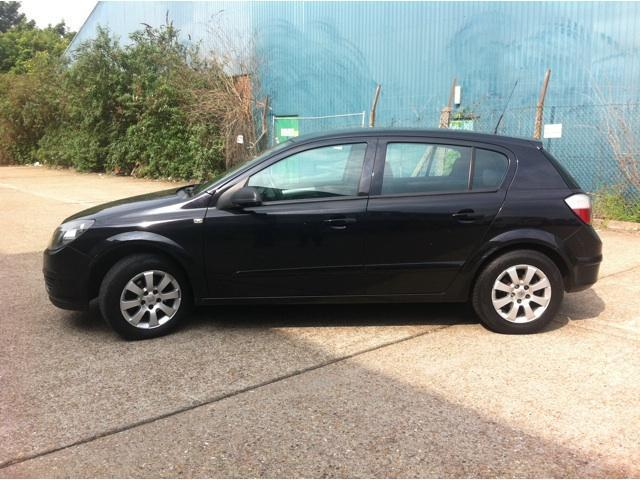 used vauxhall astra 2005 diesel 1 7 cdti 16v club hatchback black manual for sale in brentford. Black Bedroom Furniture Sets. Home Design Ideas