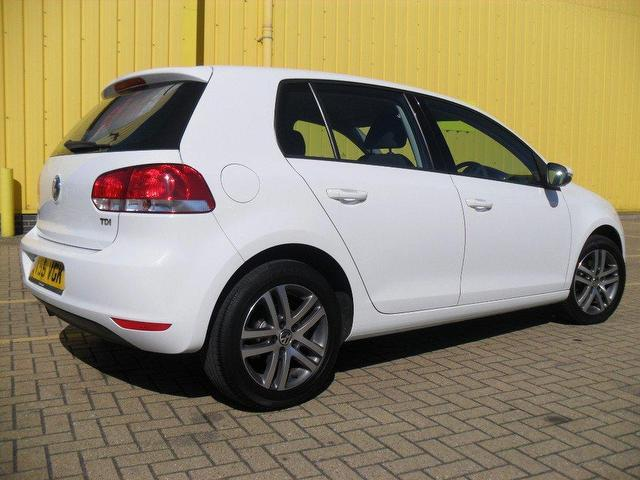 used volkswagen golf 2009 diesel 1 6 tdi 105 se hatchback white automatic for sale in portsmouth. Black Bedroom Furniture Sets. Home Design Ideas