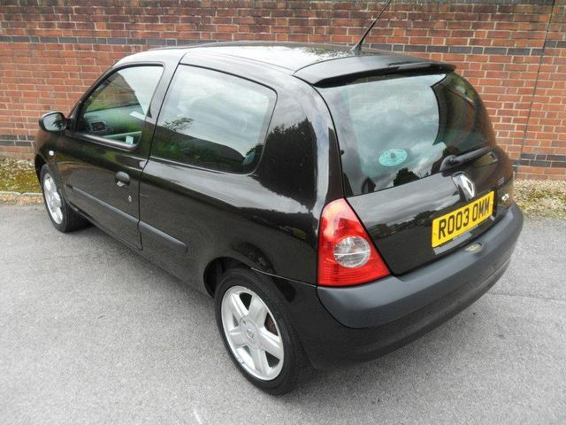 used renault clio 2003 petrol 1 6 16v dynamique 3dr hatchback black manual for sale in. Black Bedroom Furniture Sets. Home Design Ideas