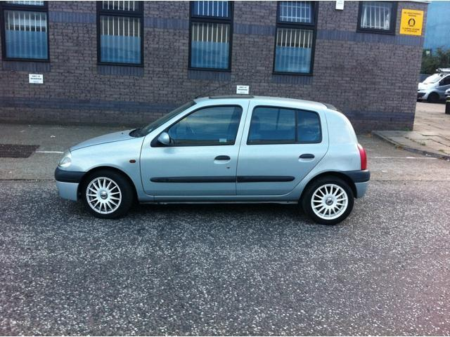 used renault clio 2001 petrol 1 2 rt 5dr hatchback silver manual for sale in brentford uk. Black Bedroom Furniture Sets. Home Design Ideas