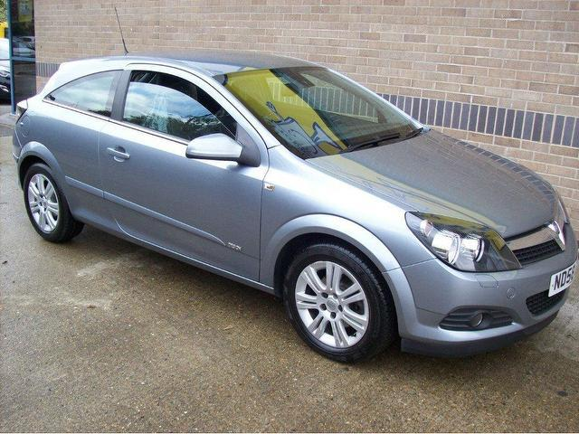 used silver vauxhall astra 2008 petrol 1 6 design 115bhp. Black Bedroom Furniture Sets. Home Design Ideas
