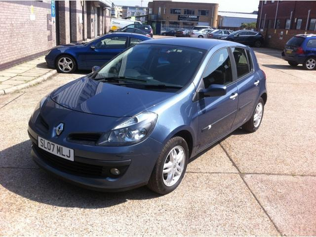 used blue renault clio 2007 petrol 1 4 16v dynamique 5dr hatchback rh autopazar co uk renault clio 2007 owners manual manual de usuario renault clio 2007