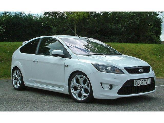 ford focus  petrol  st  dr hatchback white