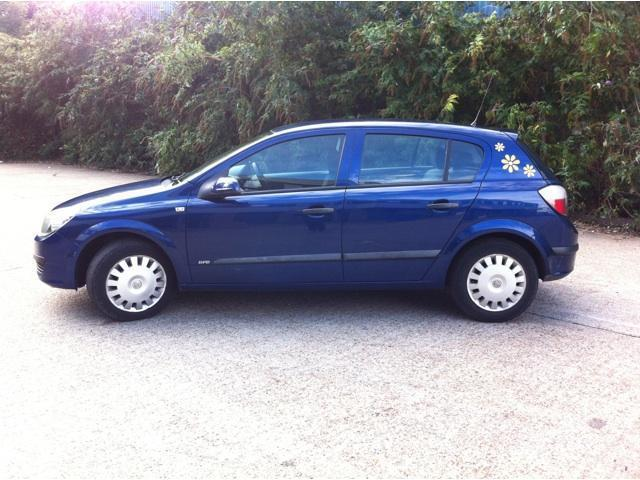 used vauxhall astra 2005 blue paint diesel 1 7 cdti 16v life hatchback for sale in brentford uk. Black Bedroom Furniture Sets. Home Design Ideas