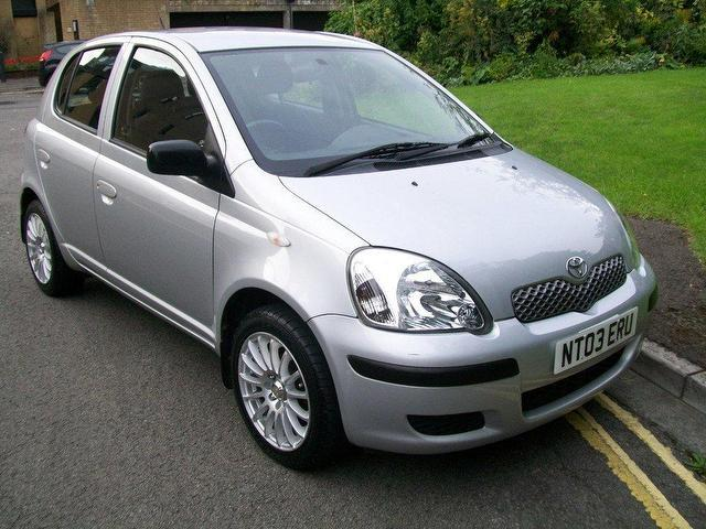 used toyota yaris 2003 diesel 1 4 d 4d t3 5dr hatchback silver with central locking for sale. Black Bedroom Furniture Sets. Home Design Ideas