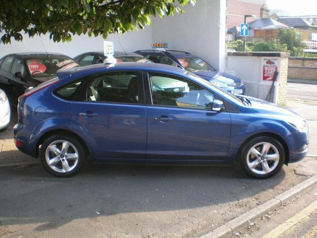 used ford focus 2009 diesel 1 6 tdci zetec 5dr hatchback blue with air conditioning for sale. Black Bedroom Furniture Sets. Home Design Ideas