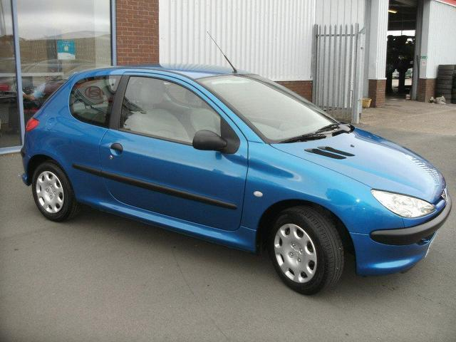 used blue peugeot 206 2004 petrol 1 1 style 3dr hatchback in good condition for sale autopazar. Black Bedroom Furniture Sets. Home Design Ideas