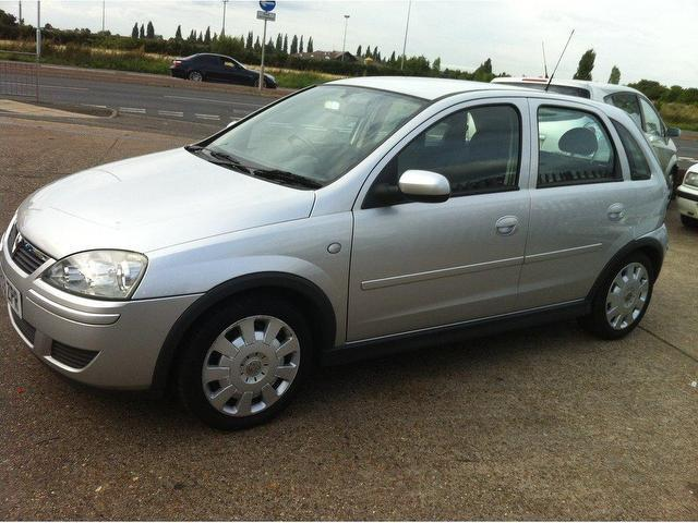 used vauxhall corsa 2004 petrol 16v design 5dr hatchback silver edition for sale in ashford. Black Bedroom Furniture Sets. Home Design Ideas