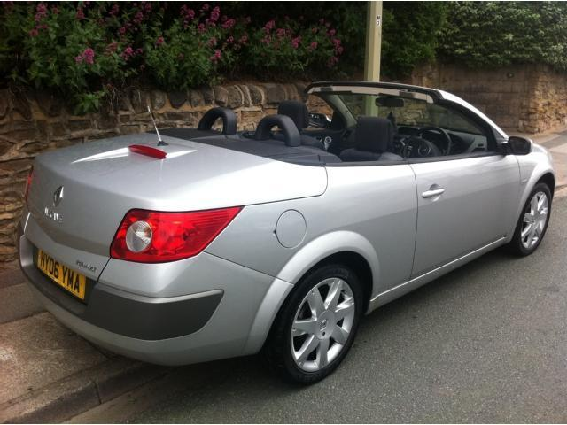 used renault megane 2006 diesel 1 9 dci dynamique 2dr convertible silver with cd player for sale. Black Bedroom Furniture Sets. Home Design Ideas