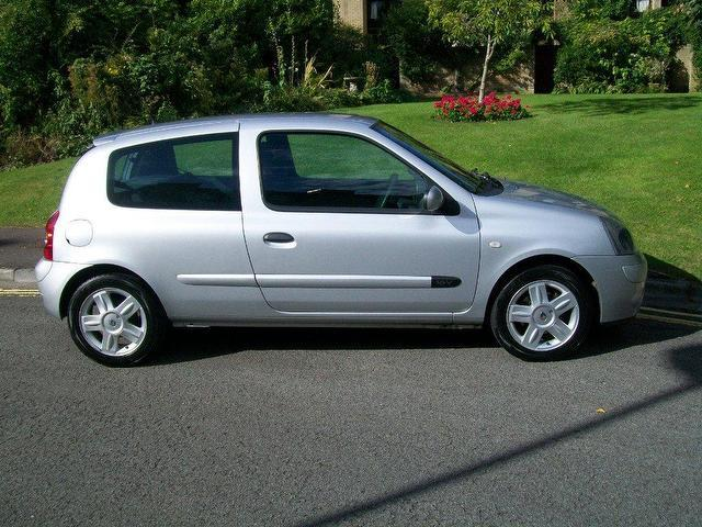 used renault clio car 2005 silver petrol 1 2 16v extreme 4 hatchback for sale in keynsham uk. Black Bedroom Furniture Sets. Home Design Ideas
