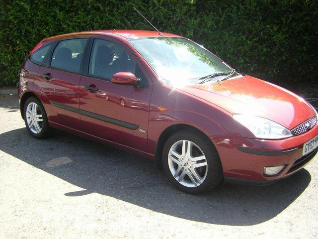 used ford focus car 2003 red petrol 2 0 zetec esp 5 door. Black Bedroom Furniture Sets. Home Design Ideas