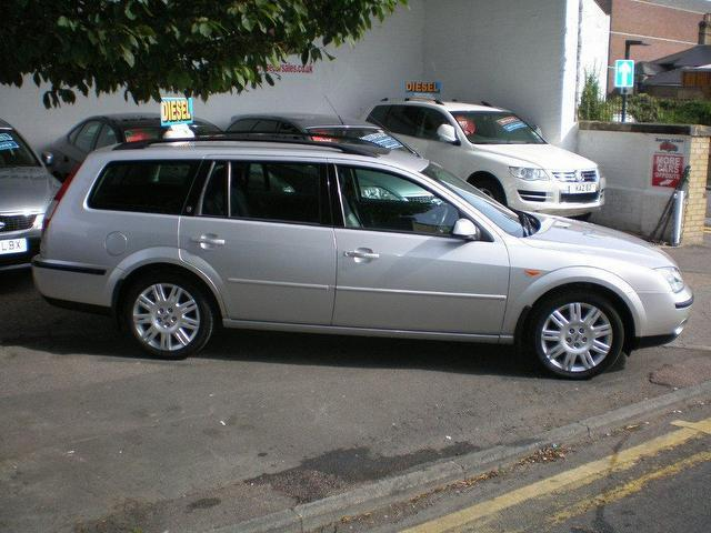 used ford mondeo 2002 diesel 115 ghia x estate silver edition for sale in gravesend uk. Black Bedroom Furniture Sets. Home Design Ideas