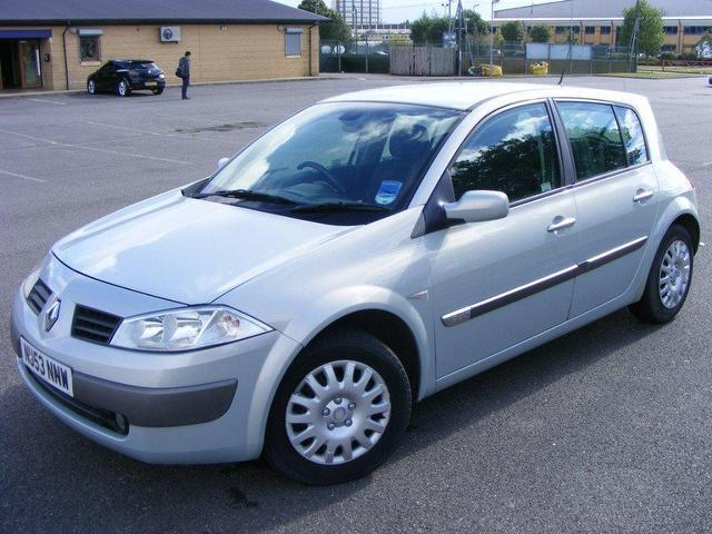 used silver renault megane 2003 diesel 1 9 dci 120 dynamique hatchback in great condition for. Black Bedroom Furniture Sets. Home Design Ideas