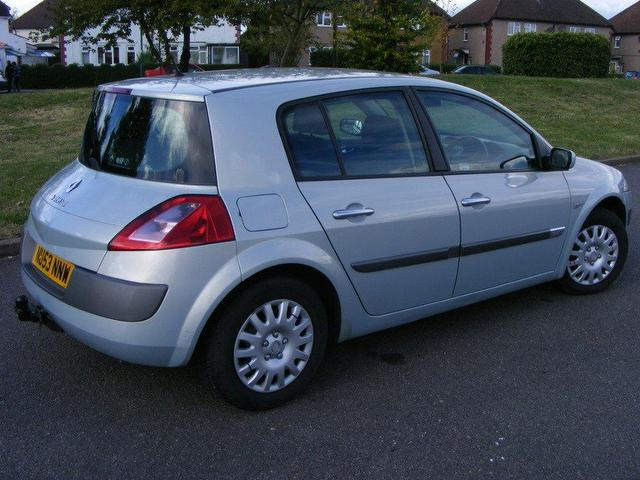 used renault megane 1 9 dci 120 dynamique hatchback silver 2003 diesel sexy girl and car photos. Black Bedroom Furniture Sets. Home Design Ideas